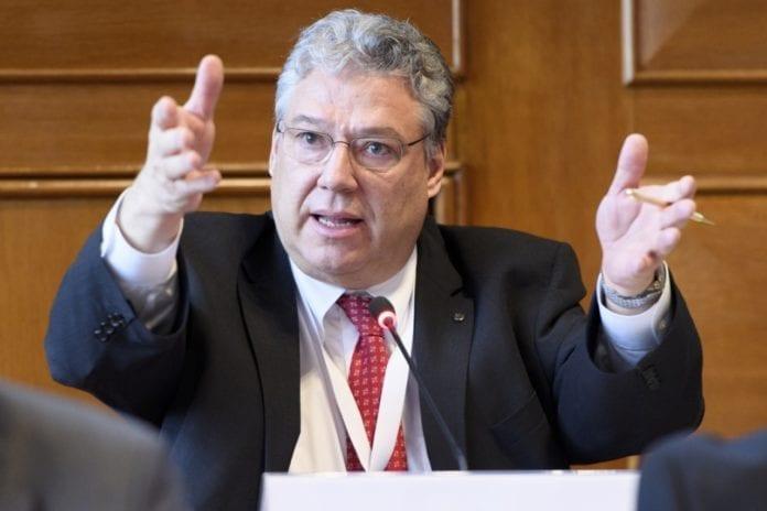 Ticinesi beffati regalato un miliardo di franchi all'UE