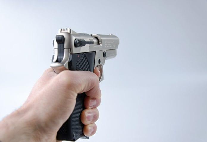 NOVAZZANO BROX : pistola finta per delinquere