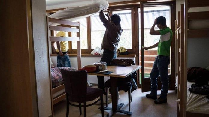 RIFUGIATI : 12'000 differenze con i residenti in assistenza