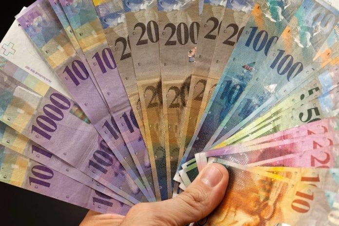 LAVORO - Il franco forte ha fatto sì che si tagliassero molti stipendi