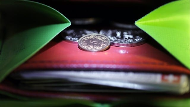 EURO - E le aziende decurtano i salari