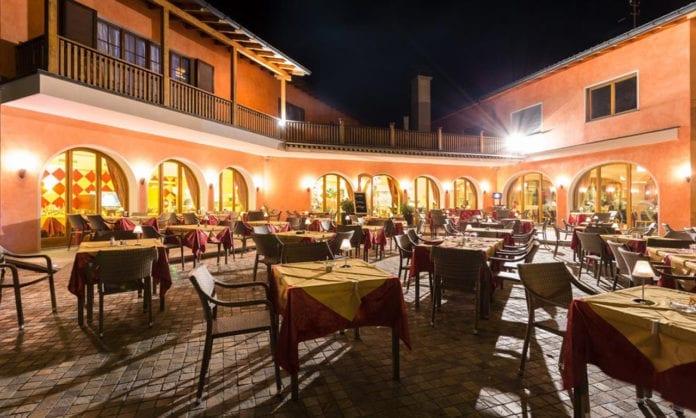 GIARDINO D'ARBIGO : 14 licenziamenti e pienone in sala fino a sera