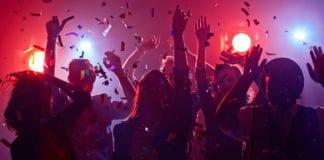 DISTANZA SOCIALE: discoteca, 300 persone in quarantena a Zurigo