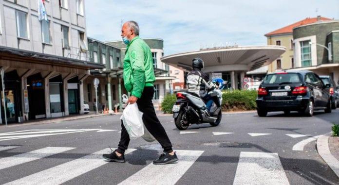 SHOPPING: dal Ticino assalto ai supermercati di Como nonostante l'obbligo della mascherina