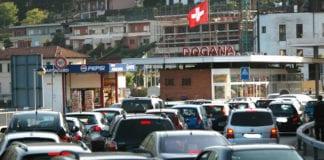 DOGANE: frontalieri di nuovo in coda causa controlli e autocertificazione