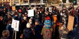 BAR E RISTORANTI: in piazza a Neuchâtel a manifestare contro le chiusure.