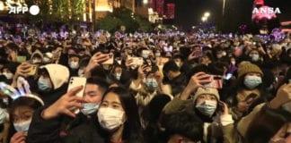 CAPODANNO: a Wuhan grande festa con migliaia di persone in strada