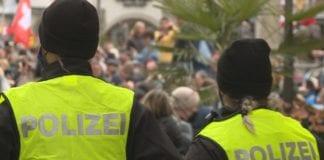 MANIFESTAZIONE: contro le restrizioni, senza mascherina ne distanza sociale.
