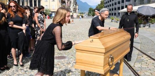 LOCARNO: un funerale in Piazza Grande... con sorpresa.