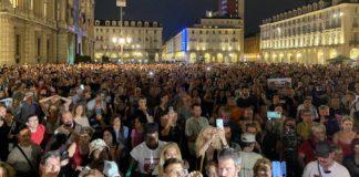 PASS COVID: in migliaia in corteo a manifestare contro il passaporto vaccinale.
