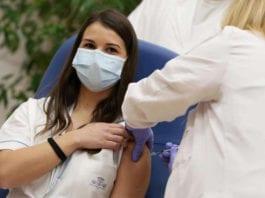 VACCINO: niente stipendio a medici e infermieri non vaccinati.